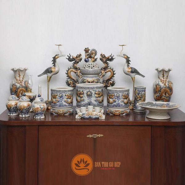 Bật mí cách bài trí bàn thờ tổ tiên ông bà chuẩn phong tục Việt