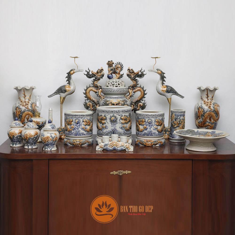 Bộ đồ thờ Bát Tràng tại cửa hàng số 20 ngõ 22 Trung Kính- Hà Nội
