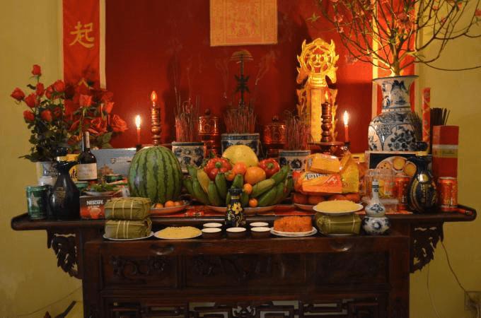 Nên sử dụng hoa tươi, trái cây tươi mới trong phong thủy bàn thờ gia tiên