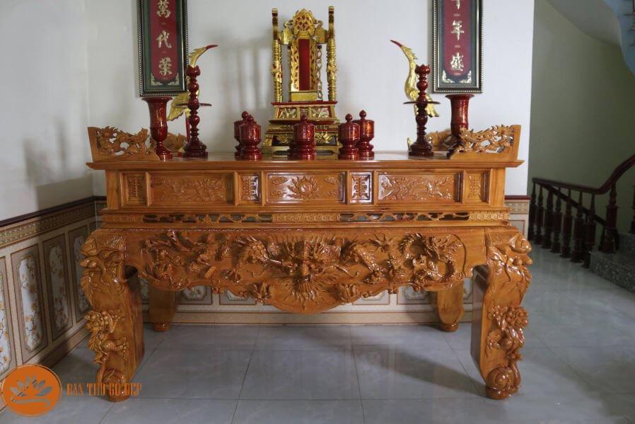 Bàn thờ truyền thống gắn liền với chi tiết trạm trổ tinh xảo