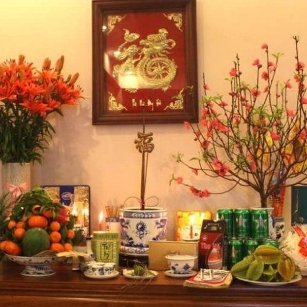 Cách cắm hoa bàn thờ gia tiên giúp thu tài, nạp khí, đón may mắn