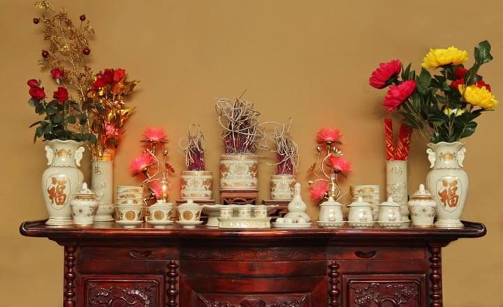Hoa cắm trên bàn thờ phải phù hợp tập tục, văn hóa vùng miền