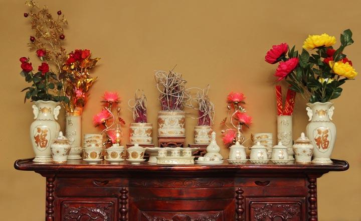 Cần cẩn trọng trong cách bố trí bát hương trên bàn thờ gia tiên