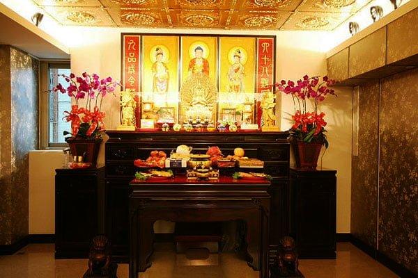 Tranh thờ là vật không thể thiếu trong mẫu phòng thờ đẹp