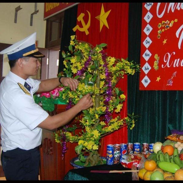 Trang trí bàn thờ tết trong quân đội nhân dân Việt Nam