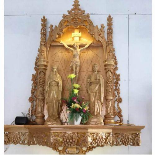 Bàn thờ chúa đẹp được bố trí như thế nào tại phòng khách?