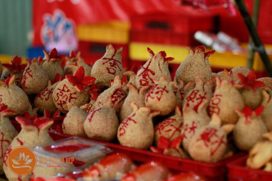 Món bánh chiên may mắn không thể thiếu trên bàn thờ người Hoa
