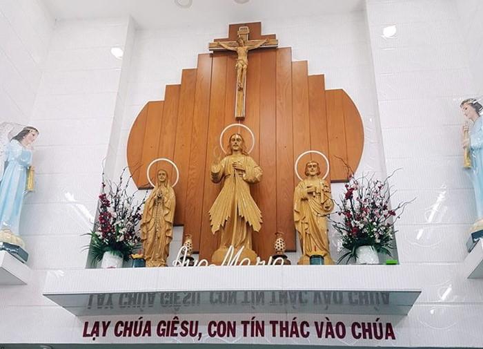Những lưu ý khi sắp xếp bàn thờ thiên chúa