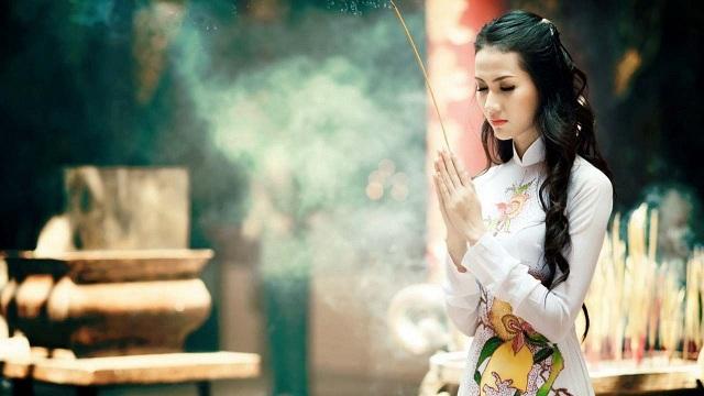 Thắp 1 nén hương chủ yếu dùng để cầu thần linh phù hộ may mắn