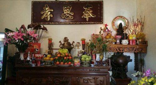 Chuẩn bị mâm cúng chay để làm lễ bốc bát hương thờ Phật
