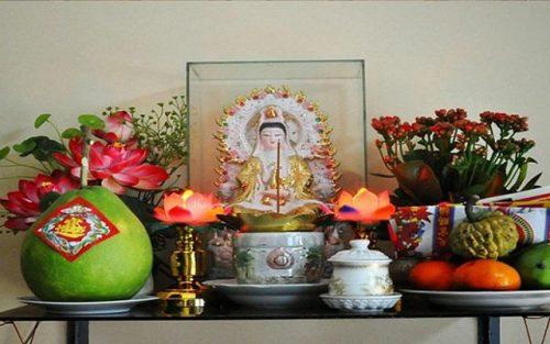 Duy trì dọn dẹp bàn thờ Phật luôn gọn gàng sạch sẽ