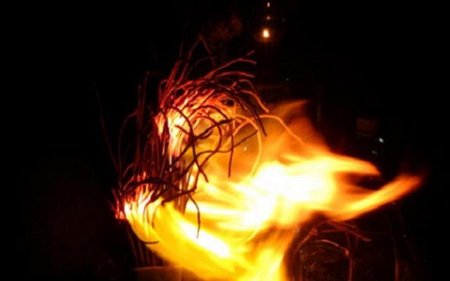 Nhiều người lo sợ khi gặp hiện tượng bát hương thần tài bốc cháy