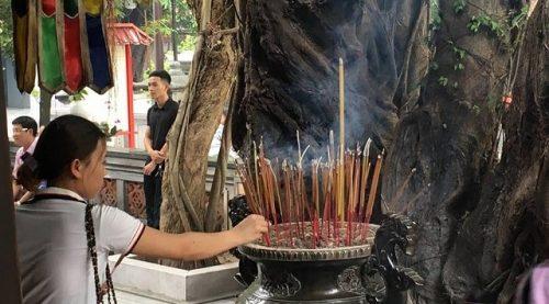 Một số lưu ý khi đọc các bài văn khấn và văn hóa đi lễ chùa