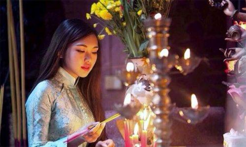 Ý nghĩa của các bài khấn Mẫu và tục đi lễ chùa