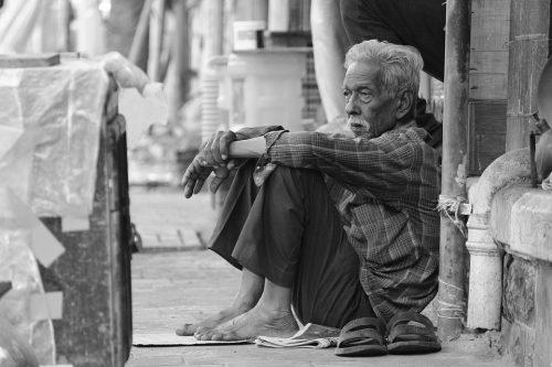 Mơ thấy anh trai với hình dạng nghèo khổ là điềm xấu báo hiệu bạn sẽ gặp những tổn thất khá lớn trong chuyện làm ăn.