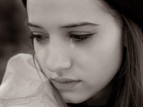 Bạn cũ khóc trước mặt mình