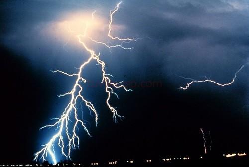 Mơ thấy mưa và sấm chớp có điềm báo gì?