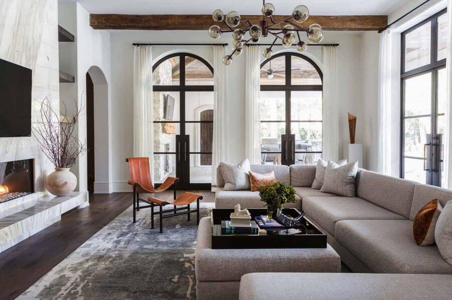 Phòng khách được thiết kế thông minh tận dụng ánh sáng tự nhiên triệt để
