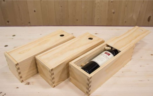 Hộp gỗ thông – Nét đẹp lịch lãm nâng tầm đẳng cấp quà tặng