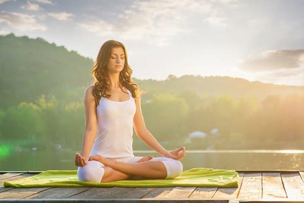 """Thiền là danh từ chỉ pháp môn thiền, còn động từ """"thiền"""" là việc tập thiền, ngồi thiền"""