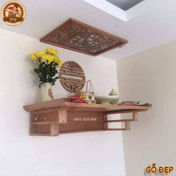 Bàn thờ gỗ sồi kích thước 48 x 81, màu nguyên bản của gỗ sồi trang trí thêm ám khói 41 x 61 và chữ thọ hán